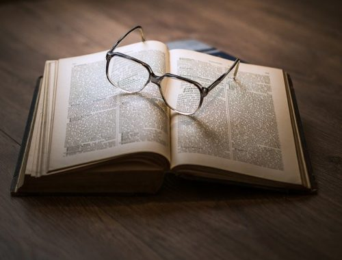 Buch und Lesebrille